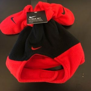 Nike Baby Fleece  Hat and Mittens 2 Piece Set